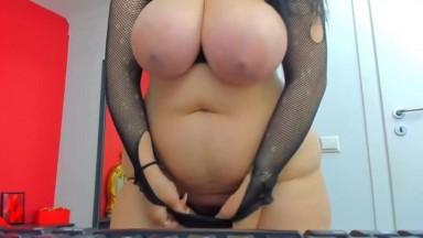Huge boobs titless shaking on cam