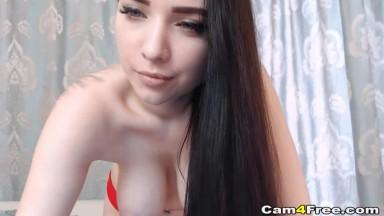 Sexy Chick Masturbates on Live Cam