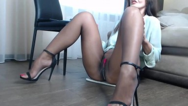 Hot secretary is squirting after office work
