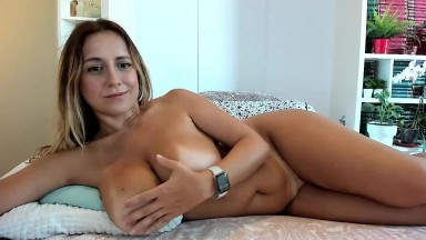 Vibrating her tight milf pussy