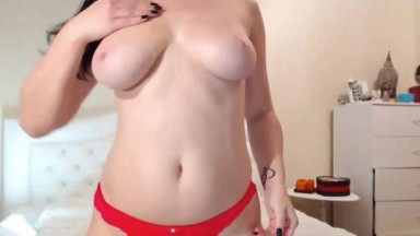 Busty Brunette Making Herself Cum On Cam