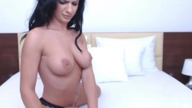 Erotic Raven Haired Beauty Cums On Live Cam