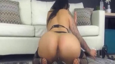 Bewitching Babe Engaged To An Erotic And Buxom Performance Live