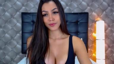 Gorgeous Latina On Her Live Cam Masturbating