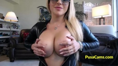 MILF with Big Tits and Sunglasses Deepthroat Dildo