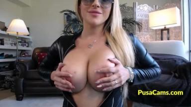 MILF with Big Tits and Sunglasses Deepthroat Dildo
