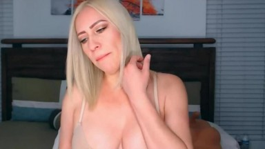Amazing MILF Babe And Her Sexually Lewd Performance Live